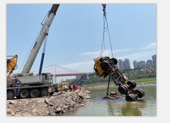 国家水上应急救援重庆队成功搜寻打捞失事货车