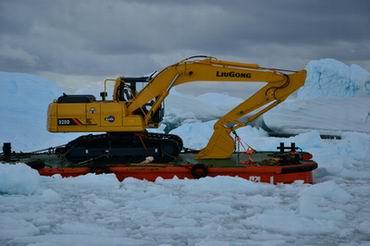 柳工产品助力南极科考