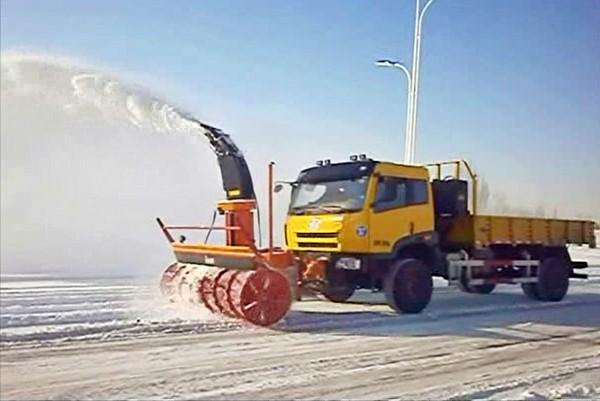 随雪而动  成套设备为您开道