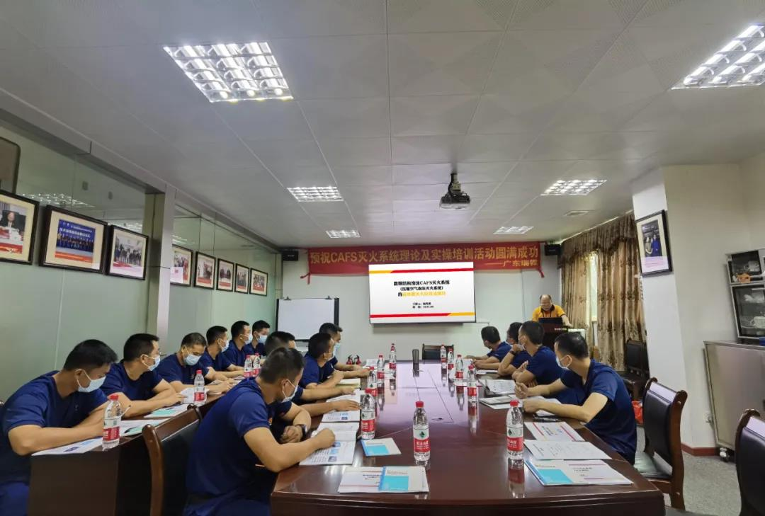广东消防救援总队肇庆消防救援支队装备技师到消防装备制造企业交流学习